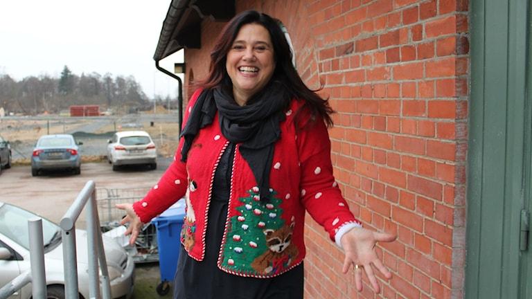 Cecilia Buhre förbereder julsillen.