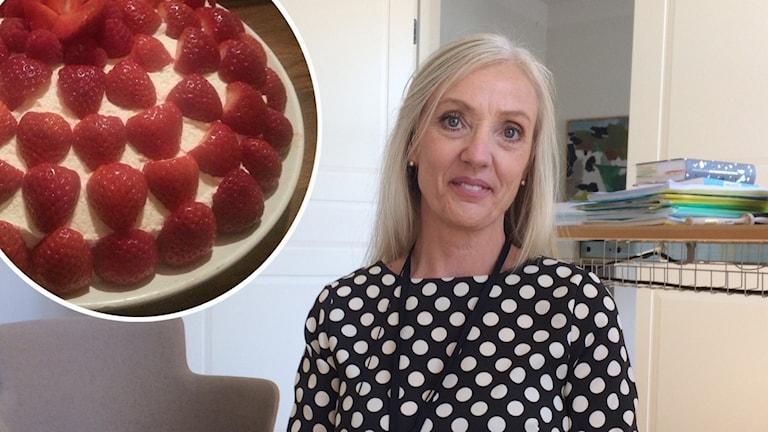 Kommundirektör Diana Olsson lovade tårta om befolkningen växte över 19 500 i Simrishamn.
