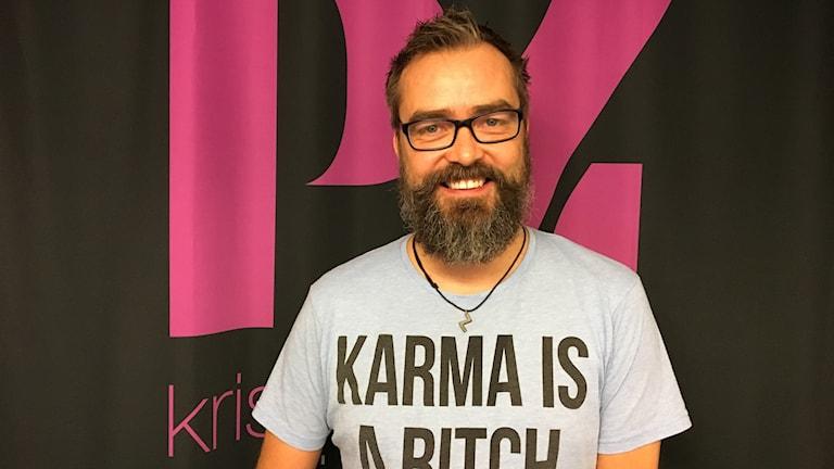 Micke Gunnarsson vill inspirera vuxna att vara mer nyfikna på sina barn och ungdomar på bland annat internet.