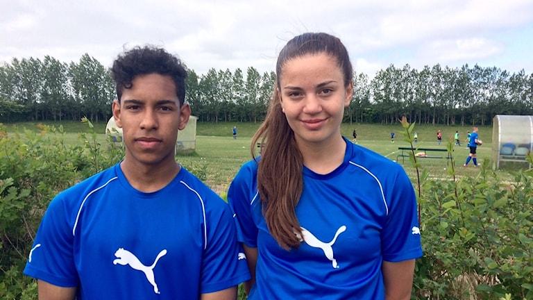 David Javerud och Azra Tokovic är två fotbollstalanger från Österlen som gillar elitsatsningen.