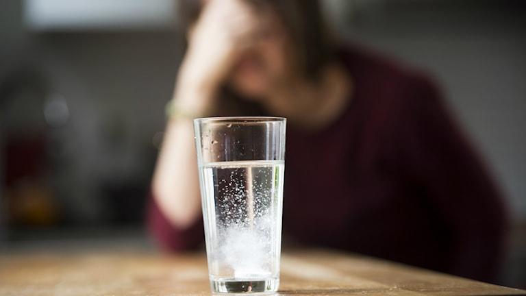 Stressen i jul kan skapa huvudvärk - Tips käka ett par nejlikor om dagen för att bota den... Foto: TT Bildbyrån