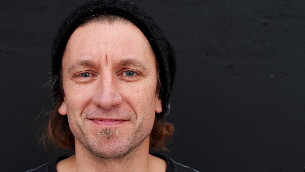 Jörgen Johansson är fotograf och musiker. Foto: Björn Holgersson/Sveriges Radio
