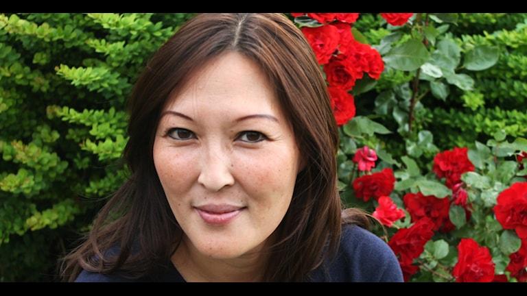 Författaren och journalisten Lena Sundström är uppvuxen i Kristianstad och dagens sommarhäst i Hallå Skåne. Foto: Cecilia Ahle/Sveriges Radio
