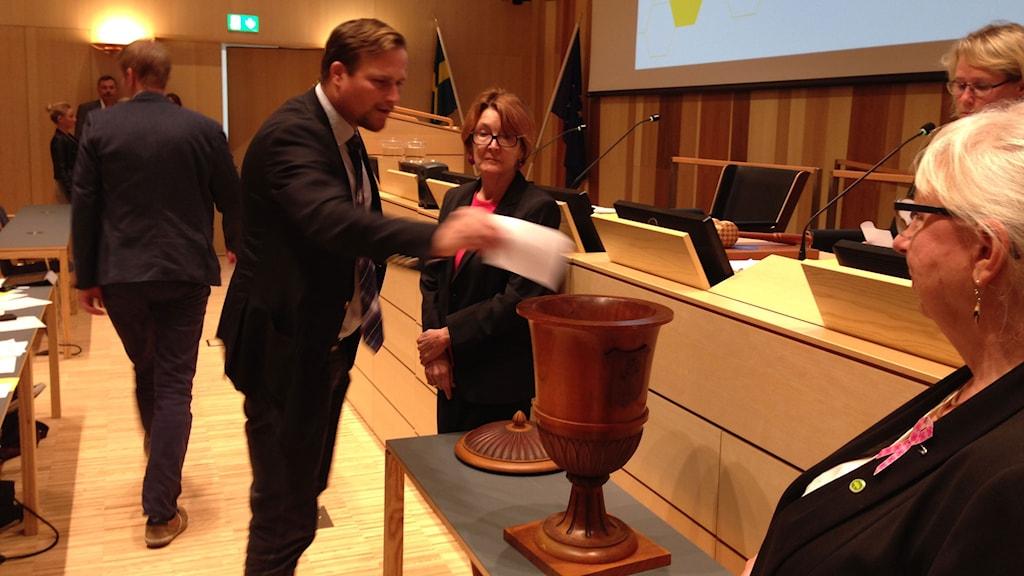 Regionrådet Carl Johan Sonesson (M). Foto: Linnéa Mattisson/Sveriges Radio