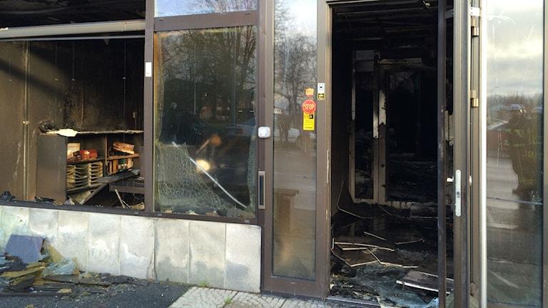 Utbränd banklokal i Osby. Foto: Anna Bubenko/Sveriges Radio