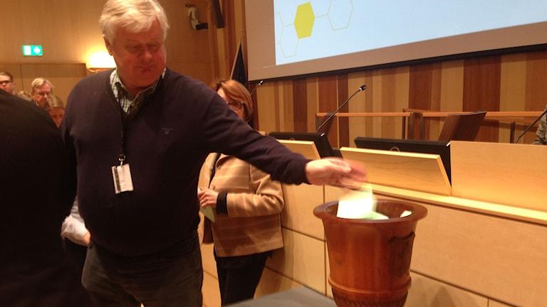 Lars-Ingvar Ljungman (M) röstar i ett av valen.
