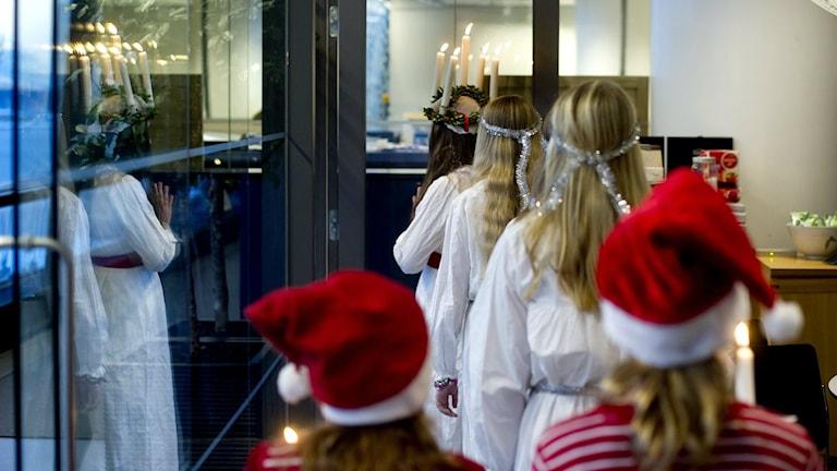 En ny tradition är att diskutera vad som är tillåtet i luciatåget. Arkivbild: Pontus Lundahl/TT.