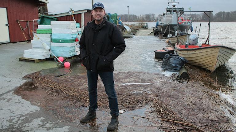 Håkan Björk, som har fiskbutik vid Ringsjön. Foto: Malin Thelin/Sveriges Radio.