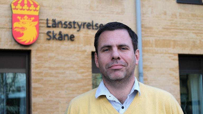 Axel Starck, länsjurist på Länsstyrelsen i Skåne, utreder ansökningar om kameraövervakning. Foto: Cecilia Ahle/Sveriges Radio