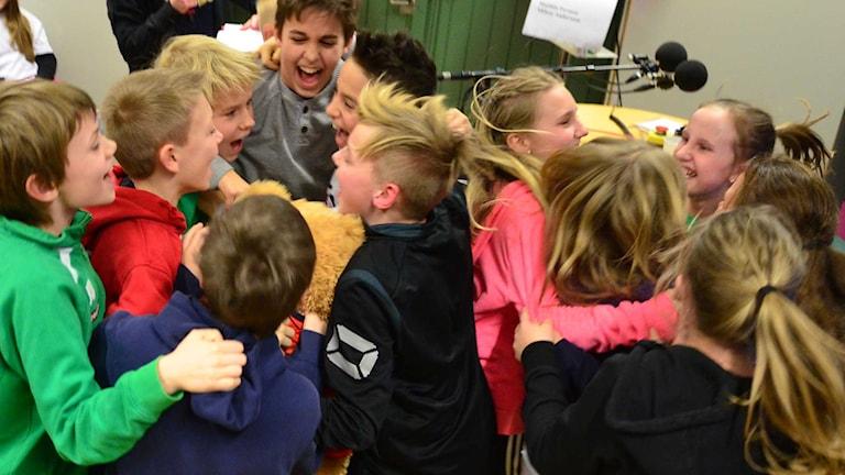 Kramkalas när Viby skola tog hem segern. Foto: Per Lundberg/Sveriges Radio