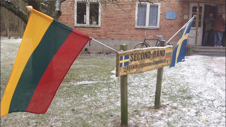 Svensk-litauiska föreningen i Kristianstad har dragit ner på öppettiderna i sin secondhandbutik. Foto: Jenny Sandgren.