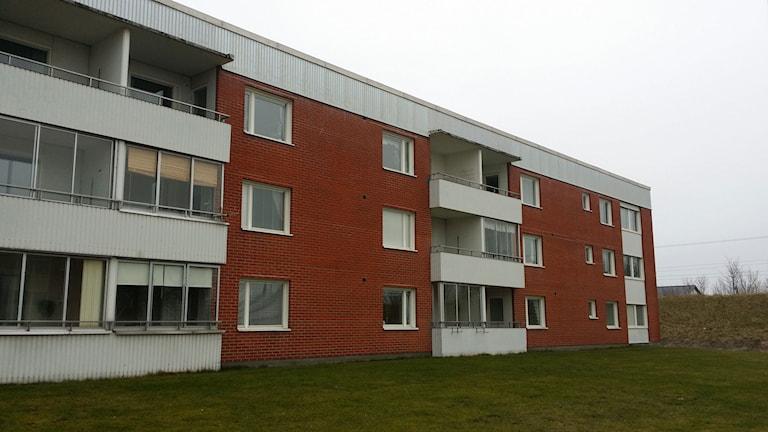 Hyreshuset i Bromölla där kvinnan misstänks ha hållit sina barn inspärrade. Foto: Marcus L. Karlsson/Sveriges Radio