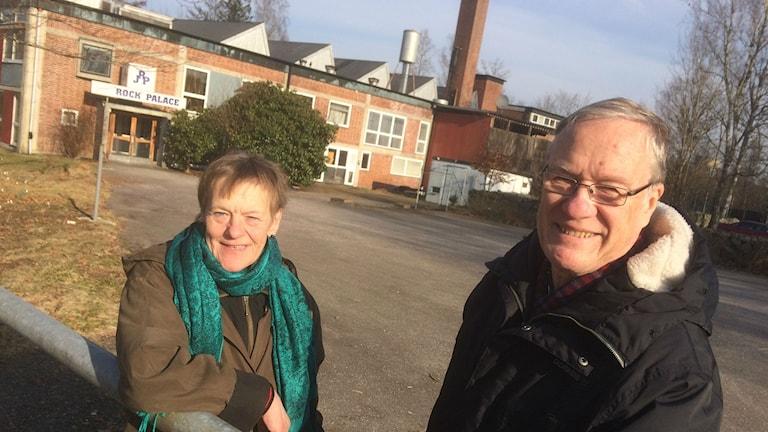 Eva Svensson och Tore Gunnarsson utanför Junesco.Eva Svensson och Tore Gunnarsson utanför Junesco.