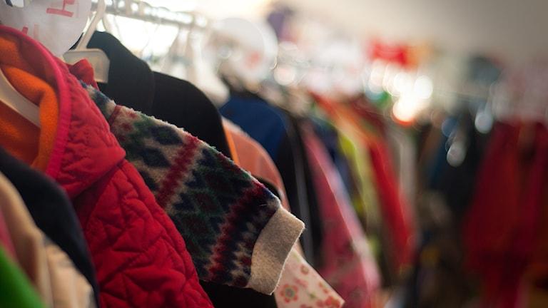 Även om det finns annat än kläder så är det däri det stora utbudet finns. Foto: Johan Pettersson/Sveriges Radio