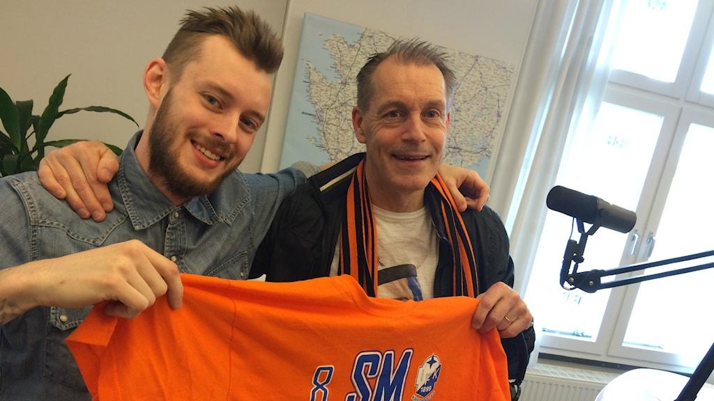 Simon Ljungbeck från Södra Kurvan och Nicolas Larsson, klubbchef IFK Kristianstad