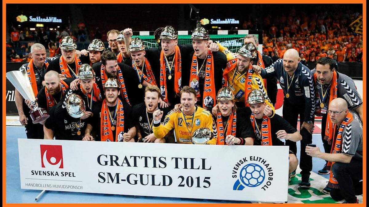 Kristianstadsspelarna jublar efter segern i herrarnas SM-final i handboll. Foto: Adam Ihse/TT