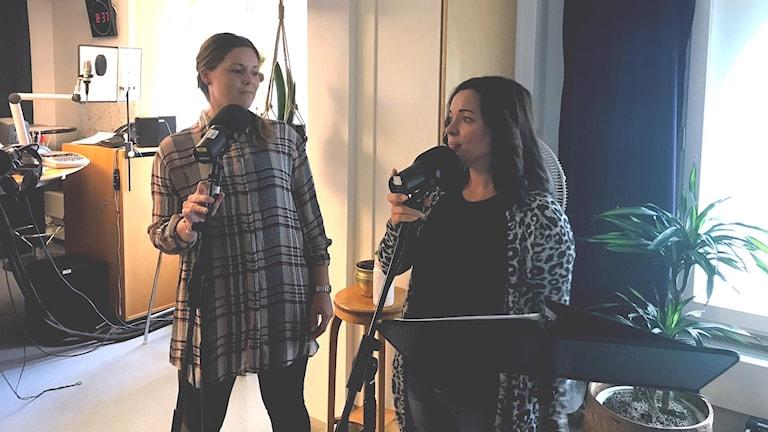 Två kvinnliga musiker