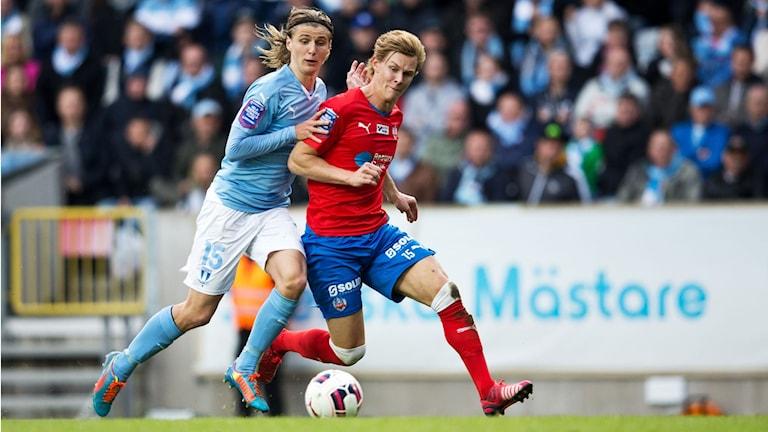 MFF:s Pawel Cibicki och HIF:s Emil Krafth