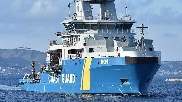 Poseidon i Messina i Italien, med räddade migranter ombord. Foto: Carmelo Imbesi/TT