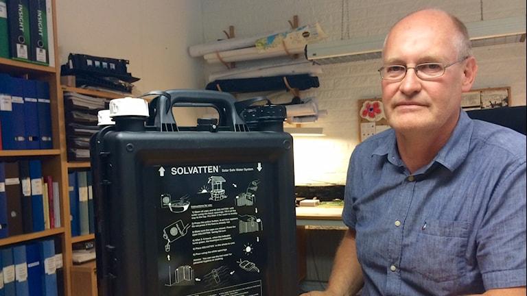 Lennart Seger med Solvattenbehållaren