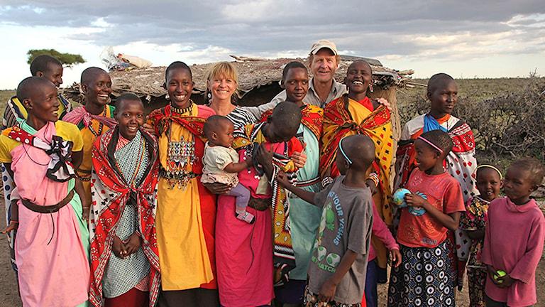 Sven Zetterlund och Linda Rasmussen Afrikahuset, med sina afrikanska vänner