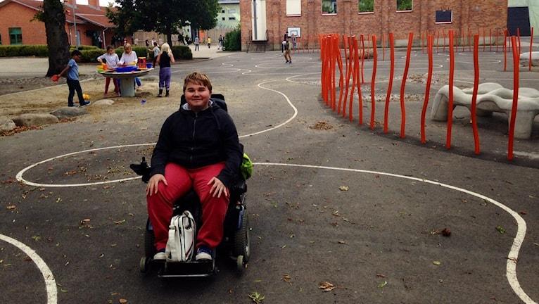 William Ornstein på skolgården på Hammars skola.