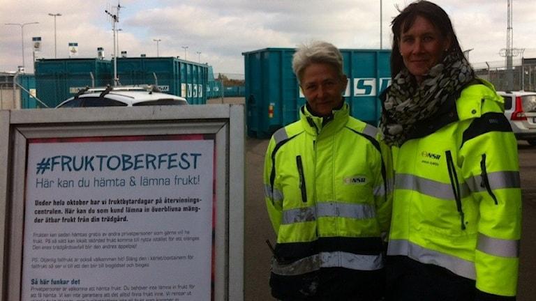 Eva-Britt Svensson och Anna-Karin Falkenström på NSR vill minska matsvinnet. Foto: Gunilla Nordström/Sveriges Radio.