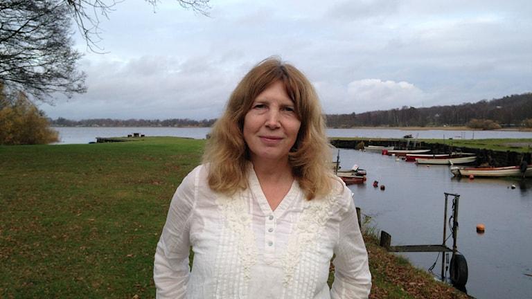 Helene Annasdotter vid Finjasjön. Foto: Victor Eriksson/Sveriges Radio