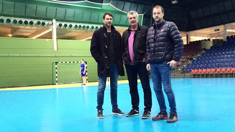 Handbollsprofilerna Robert Hedin, Per Carlén och Tony Hedin återvänder en sista gång till Österporthallen. Foto: Sveriges Radio/Malin Rimfor