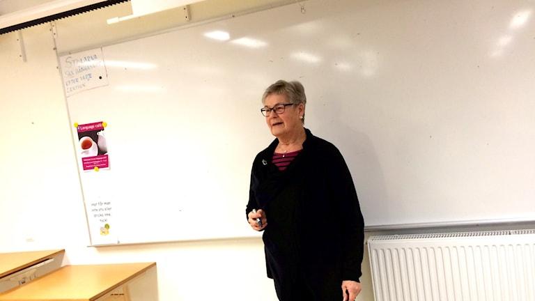 Ann-Christin Karlsson, 71 år, hoppar in som lärare. Foto: Saffi Yucel/Sveriges Radio