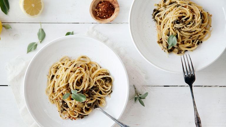 Pasta med gräddig grönkål & citrussås