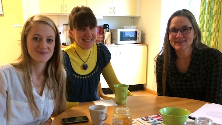 Elin Mannheimer, Lilija Jarmolkovic och Helena Götesdotter på Osby bibliotek