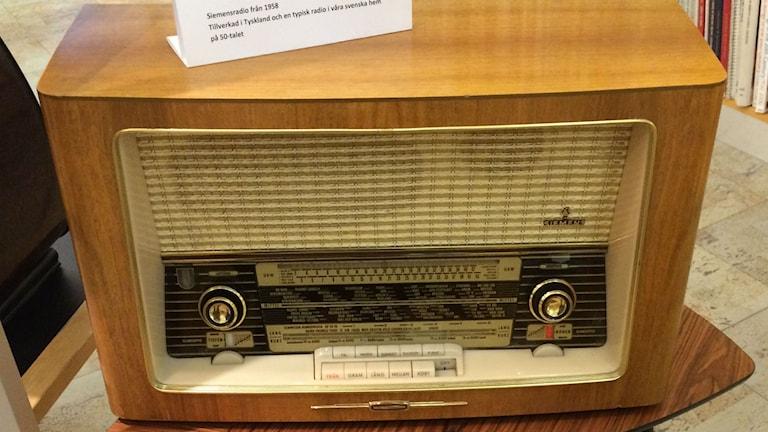 Radioapparat från 50-talet.