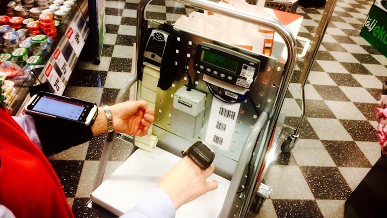 Scannervagn för näthandel i mataffär.