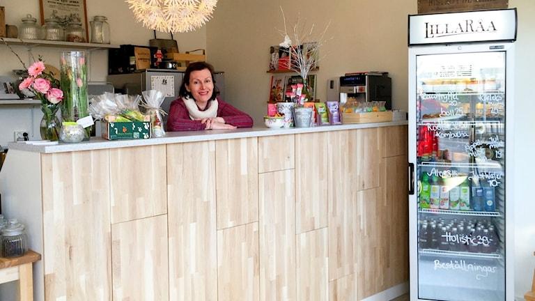 Sara Bexdal bakom disken på Lilla Råa