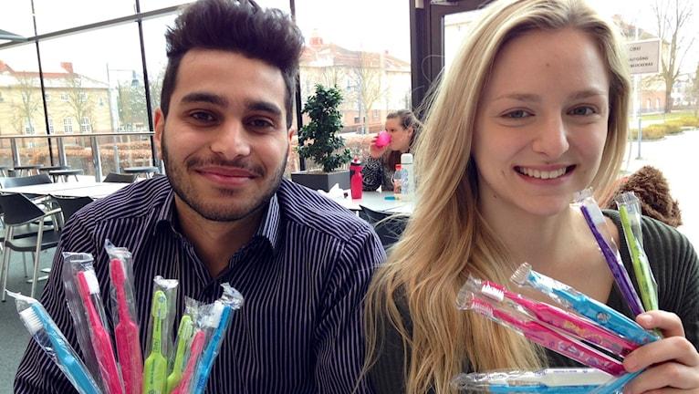 Muntadher Dakhil och Rebecca Cret på tandhygienistprogrammet högskolan Kristianstad