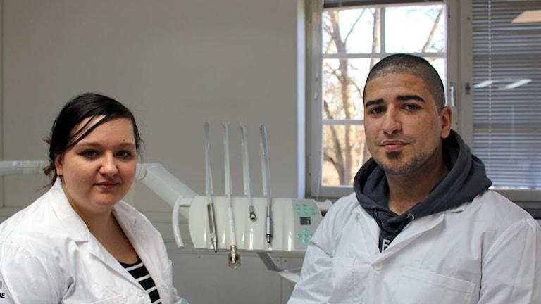 Tandhygieniststudenterna Martyna Szymczak och Ahmed Mohamed