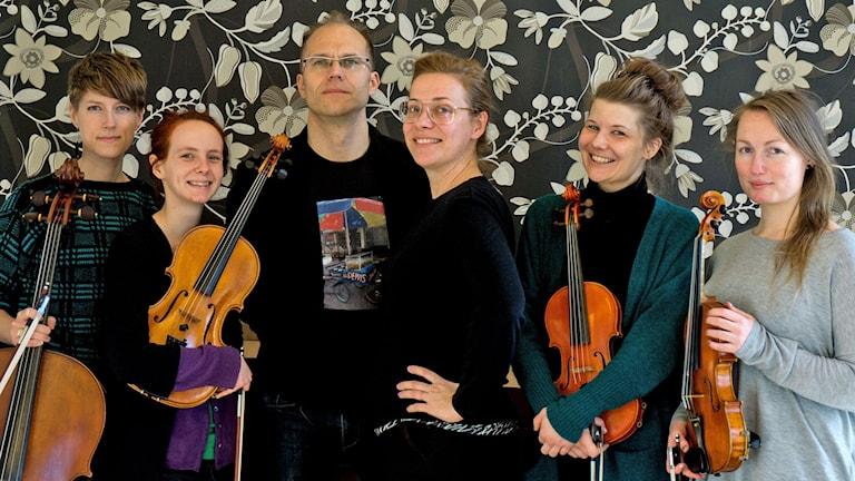 Lina Nyberg med Vindla string quartet och gitarristen David Stackenäs