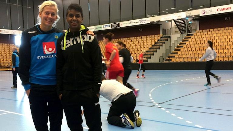 Nathalie Hagman och Loui Sand, damlandslaget i handboll.