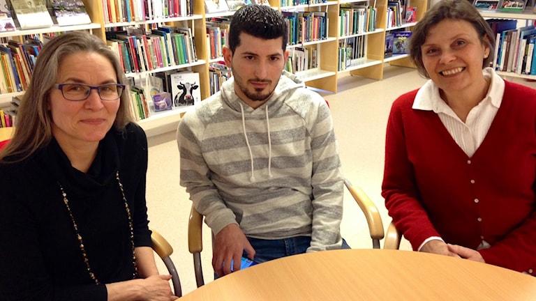 Bibliotekschef Helena Götesdotter, Ahmad Tlete och Caty Almquist