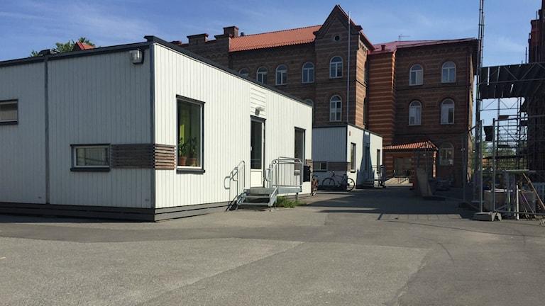 På Norretullskolan i Kristianstad bedrivs undervisning i paviljonger på skolgården.