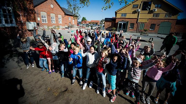 Montessorigänget på Villa My i Ystad vill att Frans ska vinna. JÄTTEMYCKET!!! Foto: Johan Pettersson/Sveriges Radio