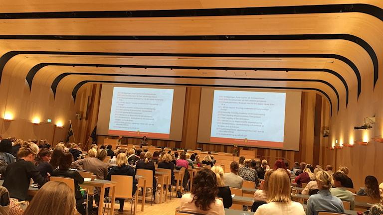 Kommunfullmäktiges sammanträdessal var nästan fylld under dagens föreläsningar.