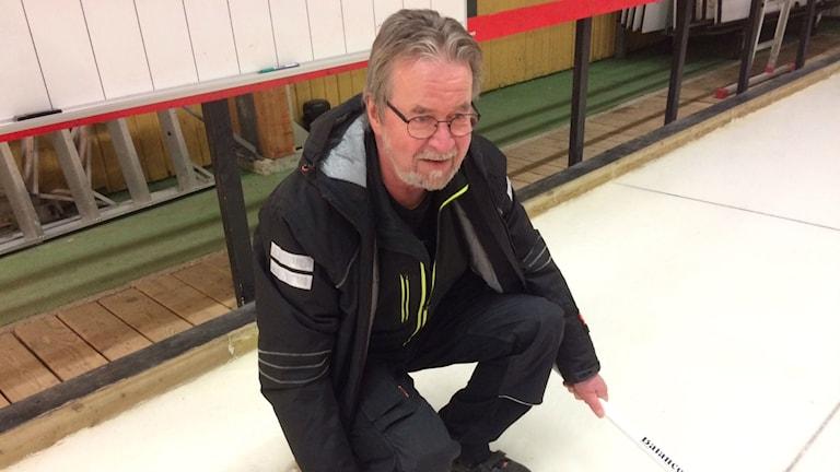 Christer Björk tipsar om hemligheterna bakom curling.