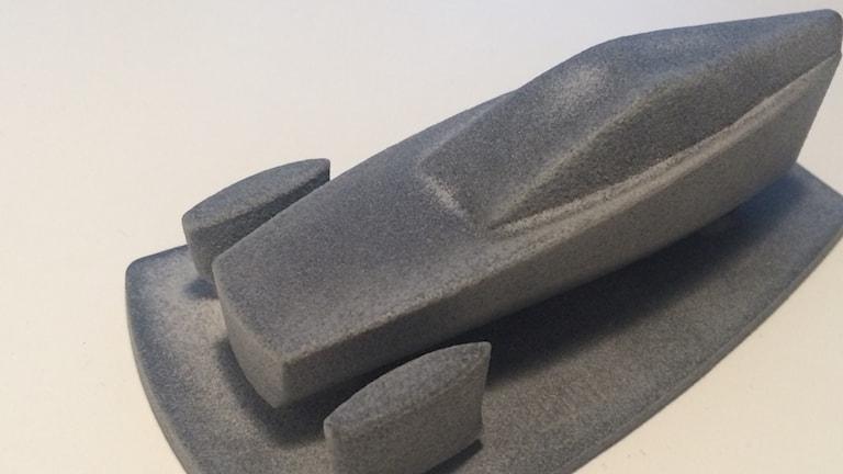 En grå bilmodell