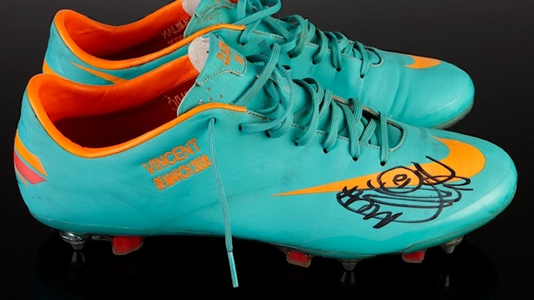 Zlatans skor säljs på auktion.