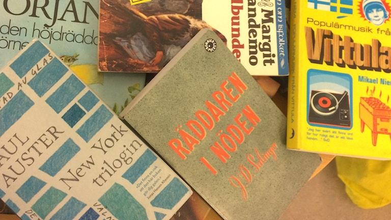 Räddaren i nöden och andra böcker