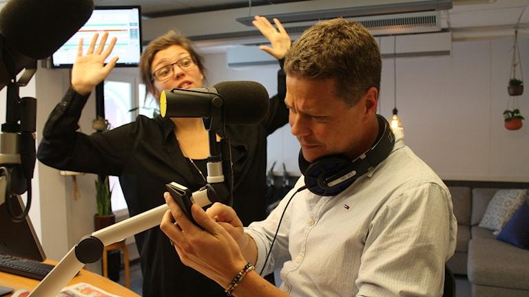 Programledare Malin Sturesson gästas av Björn Solfors som skrivit boken Skärmtid.