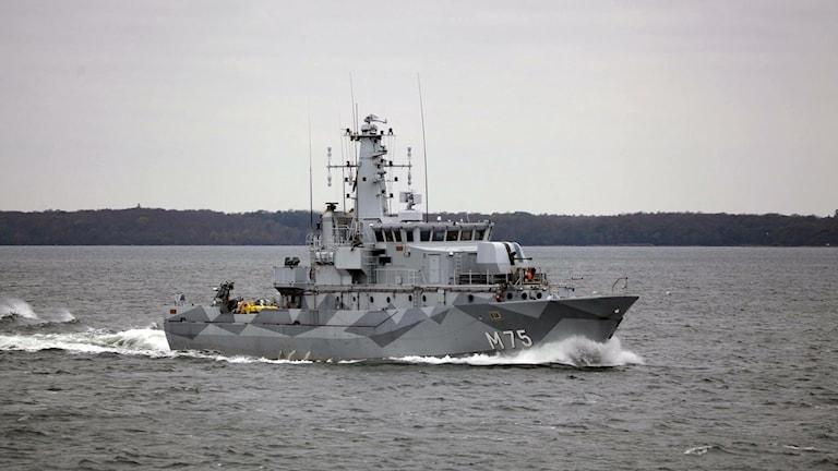 Minröjningsfartyget HMS Vinga är ett av de 50 deltagande fartygen.