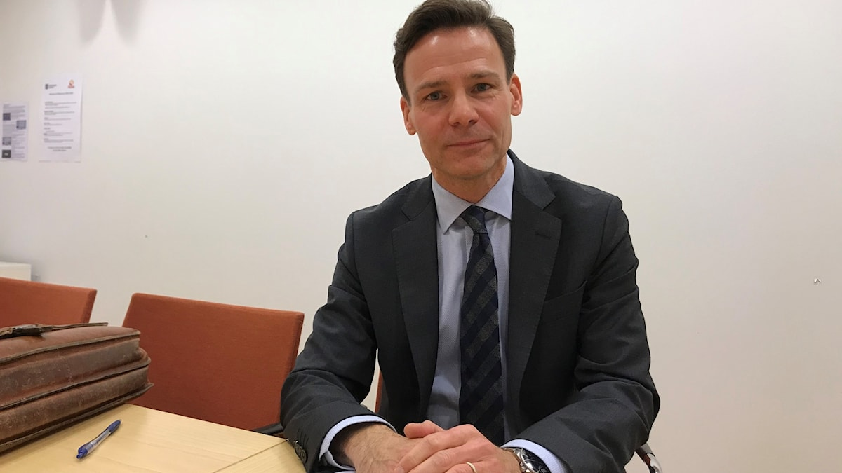 Daniél Tejera (L) vid ett bord.